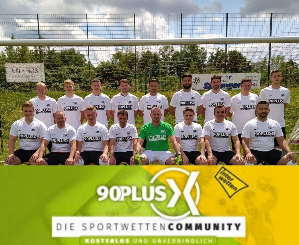 Mannschaft mit 90plusX Trikots